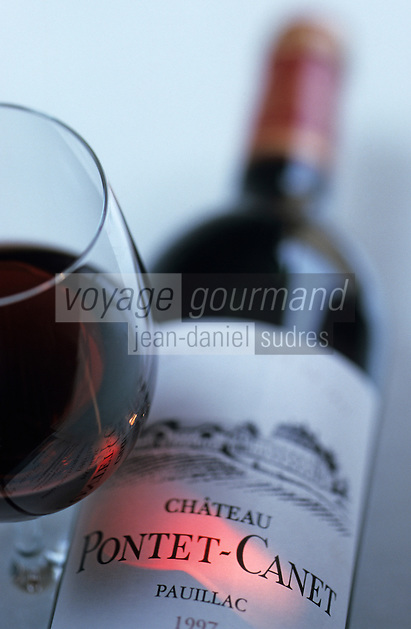 Europe/France/Aquitaine/33/Gironde/Pauillac: Dégustation des vins AOC Pauillac - Bouteille de château Pontet Canet [Non destiné à un usage publicitaire - Not intended for an advertising use]