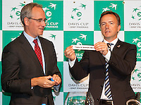 17-9-09, Netherlands,  Maastricht, Tennis, Daviscup Netherlands-France, Draw, De Nam van Thiemo de Bakker komt als eerste uit de schaal.