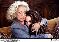 Prod DB © Films Chistian Fechner / DR<br /> UN AMOUR DE SORCIERE (UN AMOUR DE SORCIERE) de Rene? Manzor 1997 FRA<br /> avec Jeanne Moreau et Vanessa Paradis<br /> me?re et fille, consoler, proteger, reconforter