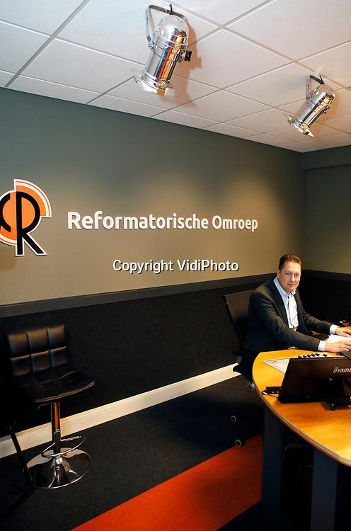 Foto: VidiPhoto<br /> <br /> NIJKERK – Portret van geluidstechnicus Steven Luitjes van de Reformatorische Omroep.