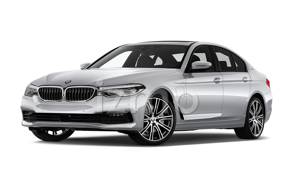 Stock pictures of low aggressive front three quarter view of a 2018 BMW 5 Series Plug-In Hybrid 530e Sport 4 Door Sedan