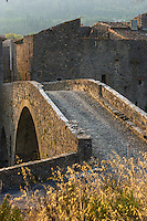 France, Aude (11), Lagrasse, labellisé Les Plus Beaux Villages de France, vieux  pont  sur l'Orbieu //  France, Aude, Lagrasse, labelled Les Plus Beaux Villages de France (The Most Beautiful Villages of France), old  bridge  over the Orbieu river