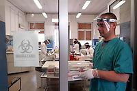 - Milano, ospedale Sacco, laboratorio di biologia per ricerche sulle malattie infettive, <br /> <br /> - Milano (Italy), hospital Sacco, laboratory of Biology for searches on the infectious disease