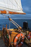 France, Bretagne, (29), Finistère, Brest:  Croisière à bord de la Recouvrance, goélette symbole et ambassadrice de la ville de Brest, réplique d'un aviso, bateau militaire de 1817 //  France, Brittany, Finistère, Brest: Cruise aboard the Recouvrance, Recouvrance is the ambassador boat and the property of the city of Brest, in Brittany. It is the replica of a military boat of 1817