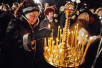 "- 20 years from the nuclear incident of Chernobyl, religious ceremony of the Orthodox Church in memory of the ""Liquidators"", the civil and military personnel (more than 300.000 persons) that  worked in proibitive conditions and with  insufficient protections in order to put in safety the exploded reactor..- 20 anni dall'incidente nucleare di Chernobyl, cerimonia religiosa della Chiesa Ortodossa in memoria dei ""Liquidatori"", il personale civile e militare (più di 300.000 persone) che operò in condizioni proibitive e con scarsissime protezioni per mettere in sicurezza il reattore esploso"
