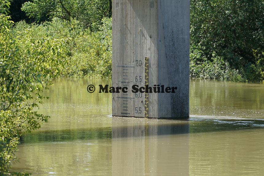 Wasserstandsanzeige an der Erfelder Altrheinbrücke - Gernsheim 18.07.2021: Hochwasser