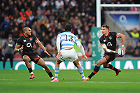 Henry Slade passes to Jonathan Joseph of England as Matias Moroni of Argentina looks on during the Old Mutual Wealth Series match between England and Argentina at Twickenham Stadium on Saturday 11th November 2017 (Photo by Rob Munro/Stewart Communications)