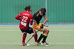 v.li.: Dan Nguyen Luong (Danny Nguyen, MHC, 22), Niclas Schippan (HTHC, 22), Zweikampf, Spielszene, Duell, duel, tackle, tackling, Dynamik, Action, Aktion, 01.05.2021, Mannheim  (Deutschland), Hockey, Deutsche Meisterschaft, Viertelfinale, Herren, Mannheimer HC - Harvestehuder THC <br /> <br /> Foto © PIX-Sportfotos *** Foto ist honorarpflichtig! *** Auf Anfrage in hoeherer Qualitaet/Aufloesung. Belegexemplar erbeten. Veroeffentlichung ausschliesslich fuer journalistisch-publizistische Zwecke. For editorial use only.