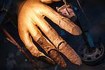 MANO DI CARTAPESTA IN COSTRUZIONE.<br /> Il carnevale di Gallipoli è tra i più noti della Puglia. La sua tradizione è antichissima ed è documentata, oltre che in atti e documenti settecenteschi, anche da radici folcloristiche che affondano le origini in epoca medioevale, tramandate fino ad oggi dallo spirito popolare. La prima edizione (per come la conosciamo) risale al 1941; nel 2014 sarà l'edizione numero 73.<br /> La manifestazione carnascialesca è organizzata dall' Associazione Fabbrica del Carnevale, nata nel febbraio 2013 con la finalità diorganizzare, promuovere e riportare in auge il Carnevale della Cittàdi Gallipoli. L'Associazione raccoglie al suo interno i maestri cartapestai Gallipolini e tanti giovani artisti, che vogliono valorizzare il Carnevale della città bella. Presidente dell'Associazione è Stefano Coppola.<br /> La manifestazione ha inizio il 17 gennaio, giorno di sant'Antonio Abate (te lu focu = del fuoco), con la Grande Festa del Fuoco, quando si accende con la tradizionale focara, un grande falò di rami d'ulivo. L'ultima domenica di carnevale e il martedì grasso lungo corso Roma, nel centro cittadino, si svolge la sfilata dei carri allegorici in cartapesta e dei gruppi mascherati corso Roma davanti a migliaia di spettatori provenienti da tutta la provincia di Lecce e da città pugliesi. Il tema dell'edizione di quest'anno è un omaggio a Walter Elias Disney.<br /> <br /> HAND MADE OF CARDBOARD UNDER CONSTRUCTION.<br /> The Carnival of Gallipoli is among the best known of Puglia. Its tradition is very old and is documented , as well as records and documents in the eighteenth century , as well as folkloric roots that sink their roots in medieval times , handed down today by the popular spirit . The first edition dates back to 1941 and in 2014 will be the edition number 73 .<br /> The carnival is organized by the Association of Carnival Factory , founded in February 2013 with the objective to organize, promote and revive the Carnival of the city of