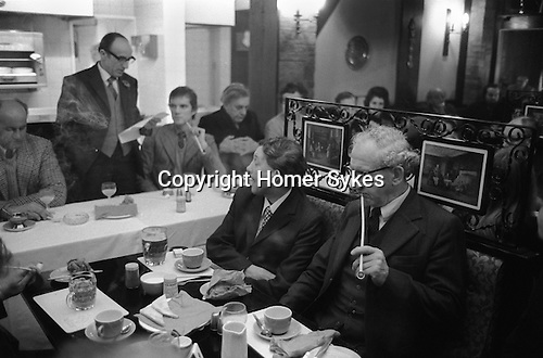 Smoking traditional Churchwarden clay pipes at the Old Duncow Inn, Stretton on Dunsmore, Warwickshire England 1973. Breakfast after the annual Wroth Silver ceremony. My ref 6/877/1975