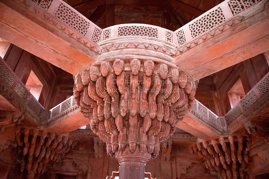 Fatehpur Sikri, Uttar Pradesh, India.  The Throne Pillar in the Diwan-i-Khas (Hall of Private Audience).