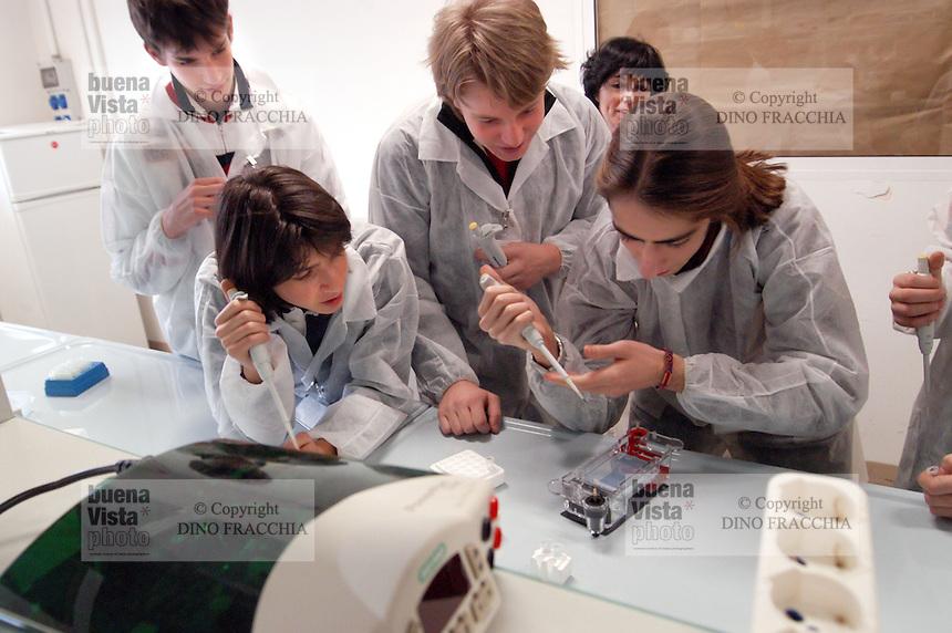 - course of orientation for senior high school students at the department of Biology and Genetics for the Medical Sciences of Milan university ....- corso di orientamento per studenti della scuola media superiore presso il dipartimento di Biologia e Genetica per le Scienze Mediche dell'università di Milano