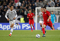 Calcio, Champions League: Gruppo D - Juventus vs Siviglia. Torino, Juventus Stadium, 30 settembre 2015. <br /> Sevilla's Kevin Gameiro, right, is chased by Juventus' Hernanes during the Group D Champions League football match between Juventus and Sevilla at Turin's Juventus Stadium, 30 September 2015. <br /> UPDATE IMAGES PRESS/Isabella Bonotto