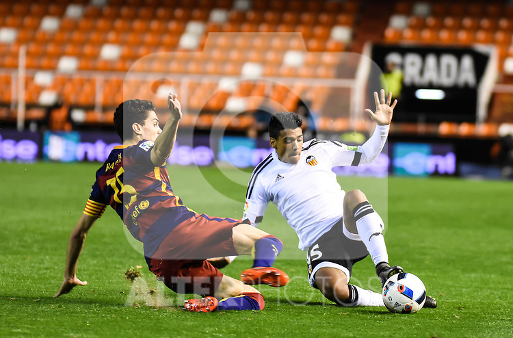 Valencia's   Iban Salvador and FC Barcelona's  Marc Bartra during Spanish King's Cup match. February 10, 2016. (ALTERPHOTOS/Javier Comos)