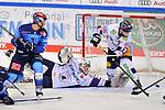 Wayne Simpson (Nr.21 - ERC Ingolstadt) und Eric Mik (Nr.12 - Eisbären Berlin) vor Torwart Mathias Niederberger (Nr.35 - Eisbären Berlin) beim Spiel im Halbfinale der DEL, ERC Ingolstadt (dunkel) - Eisbaeren Berlin (hell).<br /> <br /> Foto © PIX-Sportfotos *** Foto ist honorarpflichtig! *** Auf Anfrage in hoeherer Qualitaet/Aufloesung. Belegexemplar erbeten. Veroeffentlichung ausschliesslich fuer journalistisch-publizistische Zwecke. For editorial use only.