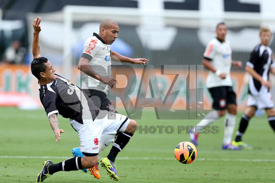 SAO PAULO, 17 DE NOVEMBRO DE 2013 - CORINTHIANS X VASCO - O jogador Emerson durante lance . Os times do Corinthians e Vasco se enfrentam na tarde de hoje, 17, no ERstádio do Pacaembú, pARTIDA V´ALIDA PELA TRIG´ESIMA QUINTA RODADA DO CAMPEONATO BRASILEIRO. FOTO: PAULO FISCHER/BRAZIL PHOTO PRESS.,