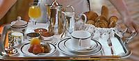 Europe/France/Languedoc-Rousillon/Aude/Carcassonne: Service des Petits déjeuners a l'Hotel de la Cité