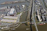 Rosskanal: EUROPA, DEUTSCHLAND, HAMBURG, (EUROPE, GERMANY), 20.04.2015 Der Rosskanal mit der Gewaesser-Nr: 6890 ist ein Verbindungskanal der Schifffahrt zwischen dem Rosshafen und der Suederelbe, Koehlbrand im Hamburger Hafengebiet. Er verlaeuft parallel der oestlichen Zufahrt zur Koehlbrandbruecke. Die mittlere Wassertiefe des rund 1.300 Meter langen Kanals betraegt bei Niedrigwasser rund 4 Meter. Erbaut wurde er Anfang 1900.