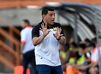 ENVIGADO - COLOMBIA, 18–10-2021: Francesco Stifano, tecnico de Aguilas Doradas Rionegro durante partido entre Envigado F. C. y Aguilas Doradas Rionegro de la fecha 14 por la Liga BetPlay DIMAYOR II 2021 en el estadio Polideportivo Sur de la ciudad de Envigado. / Francesco Stifano, coach of Aguilas Doradas Rionegro during a match between Envigado F. C., and Aguilas Doradas Rionegro of the 14th date for the BetPlay DIMAYOR II League 2021 at the Polideportivo Sur stadium in Envigado city. / Photo: VizzorImage / Luis Benavides / Cont.