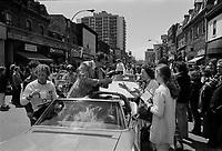 Jim Roberts, ,<br /> Defile de la Coupe Stanley, sur la rue Ste-Catherine, Mai 1973,<br /> suite a la victoire contre les  Black Hawks de Chicago, le 10 mai.<br /> Date exacte inconnue.<br /> <br /> <br /> PHOTO  : Agence Quebec Presse - Alain Renaud