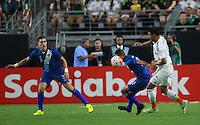 Heno Vasquez  , Jorge Aparicio de Guatemala y Carlos Vela de Mexico y,durante partido entre las selecciones de Mexico y Guatemala  de la Copa Oro CONCACAF 2015. Estadio de la Universidad de Arizona.<br /> Phoenix Arizona a 12 de Julio 2015.