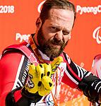 Kurt Oatway, PyeongChang 2018 - Para Alpine Skiing // Ski para-alpin.<br /> Kurt Oatway skis to the gold in the men's sitting super-G // Kurt Oatway skis à la médaille d'or en super-G assis masculin. 11/03/2018.