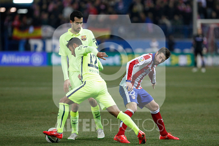 Atletico de Madrid´s Cani (R) and Barcelona´s Rafinha during Copa del Rey `Spanish King Cup´ soccer match at Vicente Calderon stadium in Madrid, Spain. January 28, 2015. (ALTERPHOTOS/Victor Blanco)