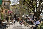 Frankreich, Provence-Alpes-Côte d'Azur, Saint-Paul de Vence: mittelalterliches Staedtchen, viele Kuenstler und Kunsthandwerker leben hier heute, auch Marc Chagall lebte hier 20 Jahre lang, sein Grab befindet sich auf dem hiesigen Friedhof | France, Provence-Alpes-Côte d'Azur, Saint-Paul de Vence: medieval town, residence of many artists and artisans, Marc Chagall lived here for 20 years, he is buried at the local cemetery