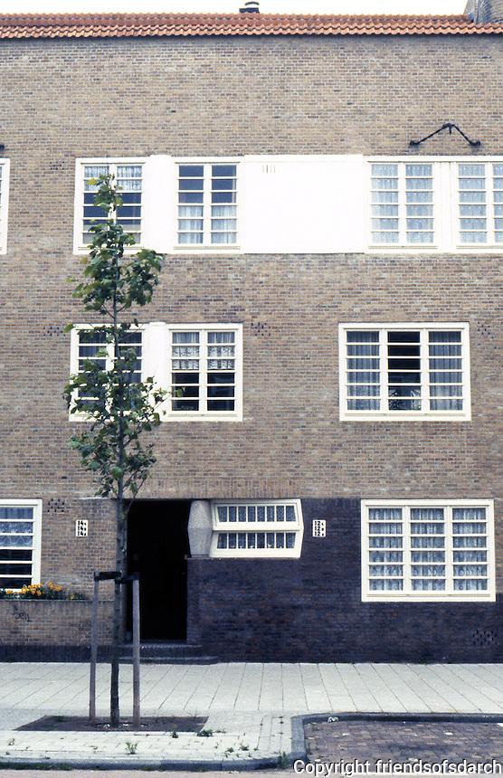 Amsterdam: Takstraat, elevation. Terrace housing by Michael De Klerk. Photo '87.