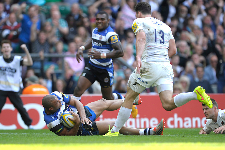 Jonathan Joseph of Bath Rugby scores a try during the Aviva Premiership Rugby Final between Bath Rugby and Saracens at Twickenham Stadium on Saturday 30th May 2015 (Photo by Rob Munro)