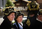 Switzerland, Canton Valais, Kippel im Loetschental: women in traditional costume during village festival | Schweiz, Kanton Wallis, Kippel im Loetschental: Frauen in traditioneller Tracht beim Dorffest