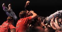 Das Festival With Full Force geht in die 18. Runde. 60 Bands aus der Hardcore-, Punk- und Metallszene haben sich auf dem haertesten Acker Deutschlands nahe Roitzschjora versammelt. Dazu gesellen sich nach Angaben der Veranstalter Sven Borges, Mike Schorler und Roland Ritter fast 30000 Besucher aus aller Welt. Drei Tage lassen die Bands ihre stromgestaehlten Gitarren gluehen und pusten per Mega-Boxenwand das Gras von der Landebahn des Sportflugplatzes. im Bild: Hast du mich auch wirklich: Security bei der Arbeit.   Foto: Alexander Bley