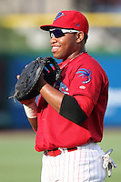 Clearwater Threshers Jonathan Singleton #3 warms up before a game against the Daytona Cubs at Brighthouse Stadium on June 23, 2011 in Clearwater, Florida.  Clearwater defeated Daytona 6-5.  (Mike Janes/Four Seam Images)
