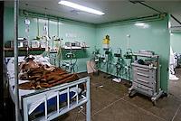 Unidade de UTI em hospital publico. Rio de Janeiro. 2005. Foto de Luciana Whitaker.