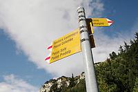 Switzerland. Canton of Ticino. Val di Blenio (Blenio valley). Acquacalda. Foot path sign to the Lucomagno (Lukmanier) pass.© 2006 Didier Ruef