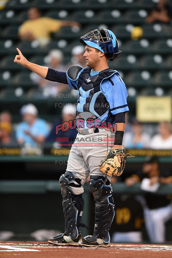 Charlotte Stone Crabs catcher Maxx Tissenbaum (8) signals one out during a game against the Bradenton Marauders on April 20, 2015 at McKechnie Field in Bradenton, Florida.  Charlotte defeated Bradenton 6-2.  (Mike Janes/Four Seam Images)