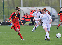 UEFA Women's Under 17 Championship - Second Qualifying round - group 1 : Belgium - England : .Aoife Mannion aan de bal voor Lotte Aertsen.foto DAVID CATRY / Vrouwenteam.be