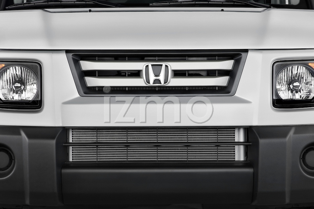 Close up grille view of a 2008 Honda Element EX SUV