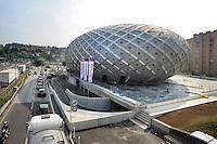 Chiasso, Svizzera, nuovo centro commerciale Polaris. Architettura avveneristica a uovo, dell'architetto ticinese Elio Ostinelli