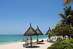 MUS, Mauritius, Black River, Flic en Flac: La Pirogue Hotel - Strand | MUS, Mauritius, Black River, Flic en Flac: La Pirogue Hotel - beach