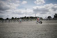 straight after the start, Wilco Kelderman (NLD/LottoNL-Jumbo) passes through the desolate Kings Dominion (theme park) car park<br /> <br /> Elite Men TT<br /> UCI Road World Championships / Richmond 2015