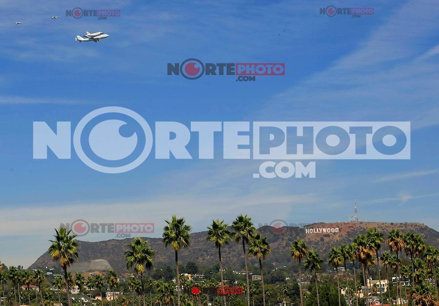 Space Shuttle Endeavour: The Farewell Flight over Hollywood! ..On Friday September 21, 2012 at 8:15 am the Shuttle took an circuitous route from Edwards Air Force Base to LAX, flying piggyback on a 747 Shuttle Carrier Aircraft over the San Francisco area and back to Los Angeles..Killian/Facetoface/Mediapunchinc /NortePhoto<br /> <br /> **Solo*venta*en*Mexico*<br /> <br /> **CREDITO*OBLIGATORIO** *No*Venta*A*Terceros*<br /> *No*Sale*So*third*...