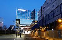 Nederland Amsterdam 2021. De Zuidas bij avond. Van der Valk hotel bij station RAI.   Foto : ANP/ HH / Berlinda van Dam