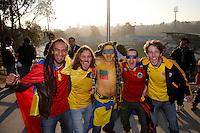 VIÑA DEL MAR - CHILE - 26-04-2015: Hinchas de Colombia, animan a su equipo, durante partido Colombia y Argentina, por los cuartos de final, de la Copa America Chile 2015, en el estadio Sausalito en la Ciudad de Viña del Mar / Fans of Colombia, cheer for their team during a match between Colombia and Argentina, for the quarterfinals of the Copa America Chile 2015, in the Sausalito stadium in Viña del Mar city. Photos: VizzorImage /  Photosport / Andres Piña / Cont.
