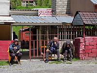 Marshrutka-Haltestelle an der georgischen Heerstraße, Mzcheta-Mtianeti, Georgien, Europa<br /> Marshrutka-stop  at Geogian Military Road , Mzcheta-Mtianeti, Georgia, Europe