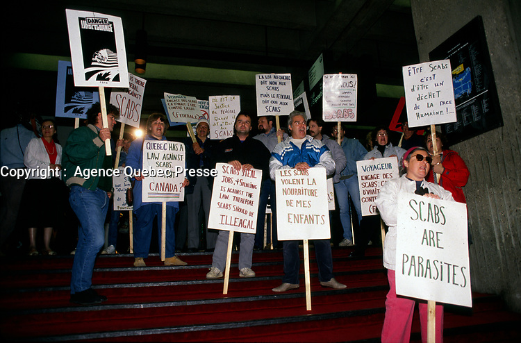 May 1988 File Photo - Locked out employees of Voyageur Transport.<br /> <br /> Employées de Voyageur Transport en lock out.