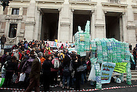 Scolari ed insegnanti del VII Circolo Montessori protestano contro i tagli indossando orecchie d'asino di carta davanti al Ministero dell'ìstruzione a Roma, 29 novembre 2010..A donkey made of plastic bottles is seen during a protest attended by pupils and teachers against cuts to school in front of the Education Ministry headquarters in Rome, 29 november 2010..UPDATE IMAGES PRESS/Riccardo De Luca