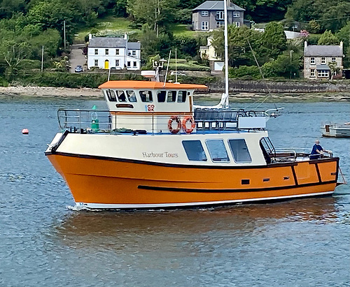 The service will operate on the 100 passenger Cailín Óir vessel from both Cork City Centre and Crosshaven