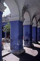 Amérique/Amérique du Sud/Pérou/Arequipa : Le cloître des orangers