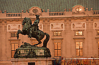 Europe/Autriche/Niederösterreich/Vienne: Statue équestre de Prinz Eugen - Le Prince Eugène de Savoie vainquauer des Turcs au 17e s devant le Palais de La Hofburg - Centre Historique, Patrimoine mondial UNESCO